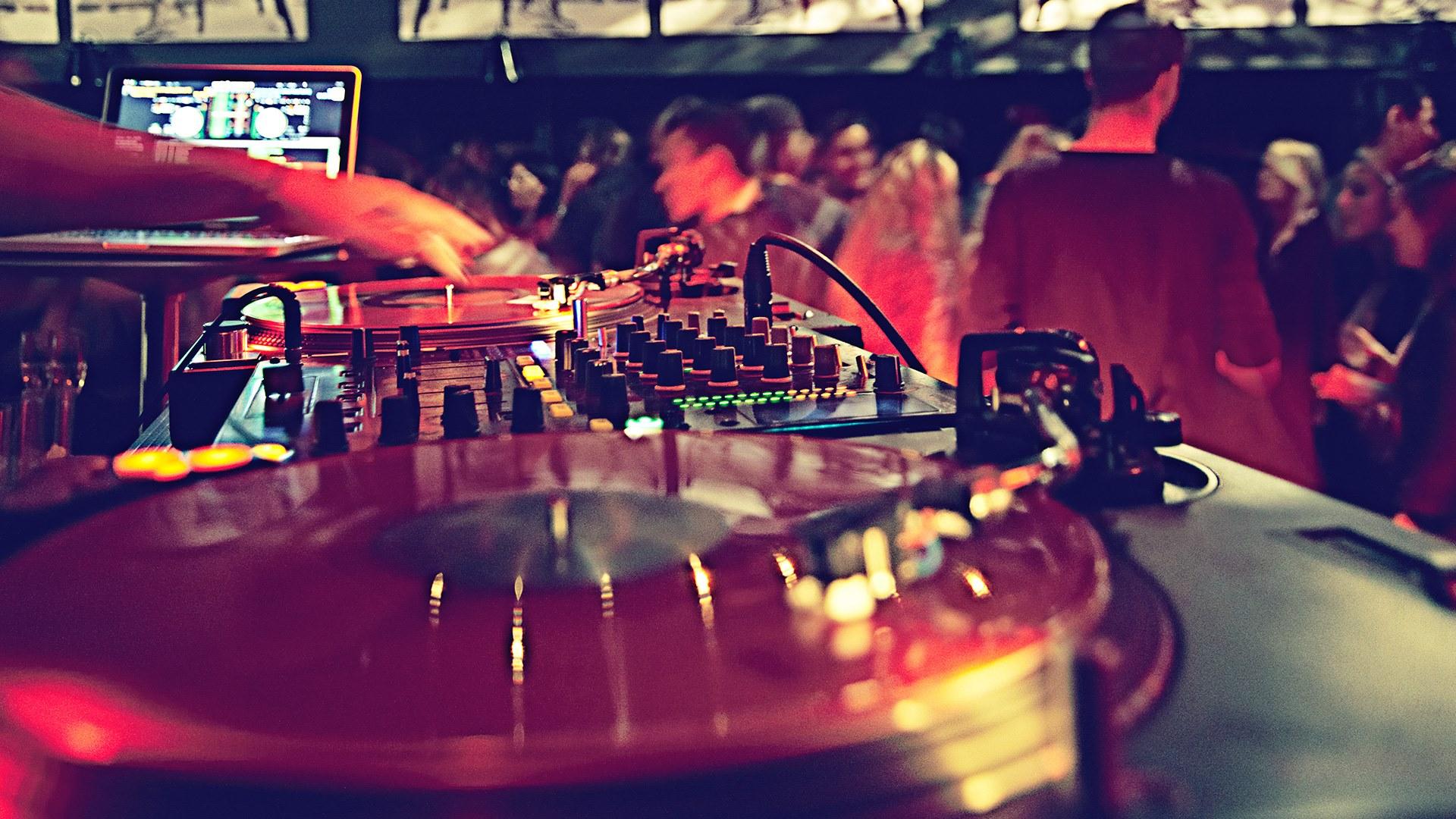 Klubb: Dubbeltrubbel med DJ Will-Rock & Eka Scratch + DJ Viet-Naam